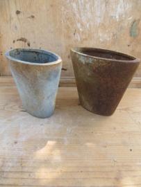 Set van 2 oude ovale gietijzeren tuinvazen