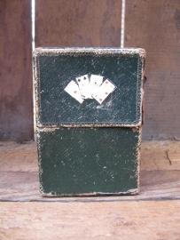 Oud doosje voor twee stokken kaarten