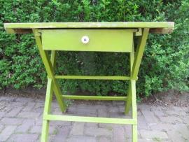 Brocante groene tafel met lade