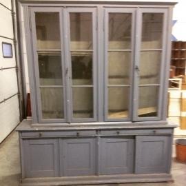 Mooie oude vitrinekast met twee lades