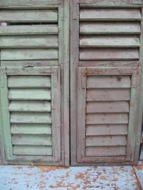 Antieke houten set luiken zeegroen