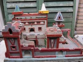 Heel leuk brocante houten speelgoed kasteel