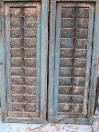 Antieke set houten luiken in blauw.