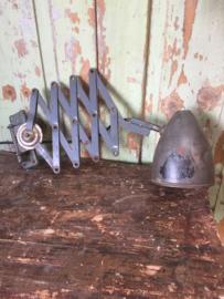 Oude schaarlamp