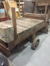 Oude transportkar voor langgoed