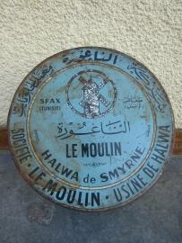 Oud blik met franse en tunesische tekst