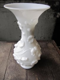 Oude witte opaal glazen vaas