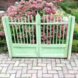 Oud Brocante groen houten tuinpoortje