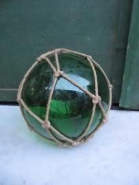 Brocante mondgeblazen glazen drijver groen.