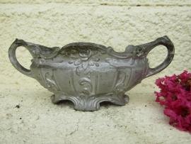 Antiek Frans zilverkleurig gietijzerentuinvaasje