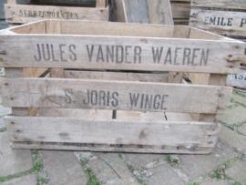 Oude houten veilingkist met opschrift.