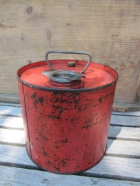 Oude rode ronde jerrycan