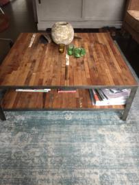 Grote vierkante salontafel
