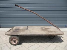 Oude industriële transportkar ideaal als salontafel