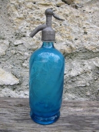 Franse antieke blauwe spuitfles uit Agen