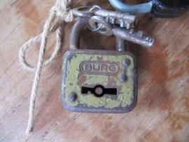 Oud brocante grijs / groen metalen hangslot