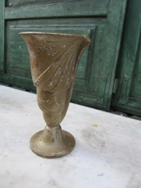 Oude Franse gietijzeren tuinvaas bronskleurig