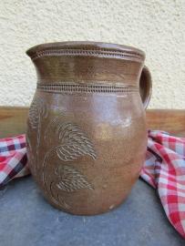 Antieke bewerkte aardewerk kan