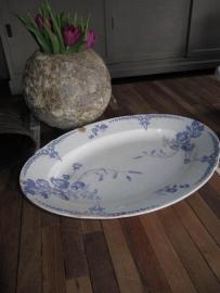 Grote ovale serveerschaal Maestrichts aardewerk serie Nemone