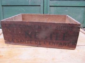 Oude houten kist Nestle