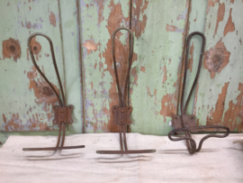 Oude metalen kapstokhaak