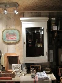 Brocante vitrine kastje met geslepen glazen deurtje