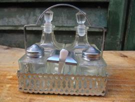 Olie-azijn-mosterd-peper-zout stelletje