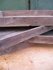 Oud houten laag kistje