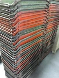 Oude metalen industriële bak