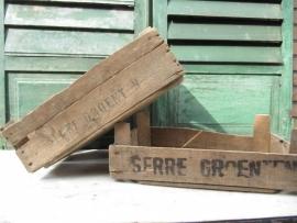 """Oud veilingkistje met het opschrift """"serre groenten"""""""