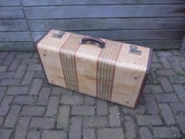 Oude grote brocante koffer met koperensluitingen