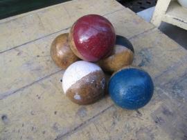 Set leuke oude houten ballen van criquet spel