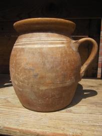 Oude Hongaarse aardewerk pot 18 cm hoog.