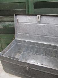 Gave brocante verzinkte metalen kist met vakverdeling