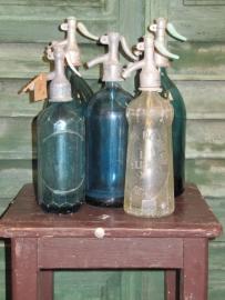 Antieke blauw/groene spuitfles