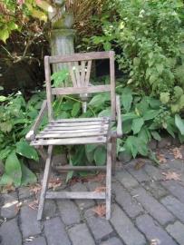 Heel mooi zéér oud inklapbaar stoeltje
