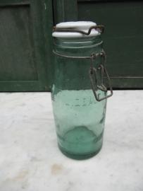 L'Idéale inmaakpot van 1 liter met porseleinen deksel.