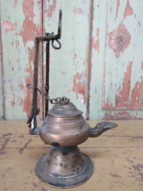 Oud koperen olielampje