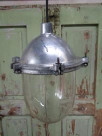 Oude hanglamp met mooie kap
