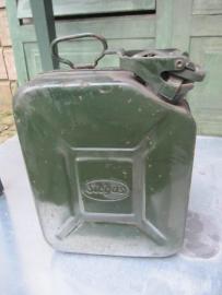 Brocante metalen groene jerrycan klein model