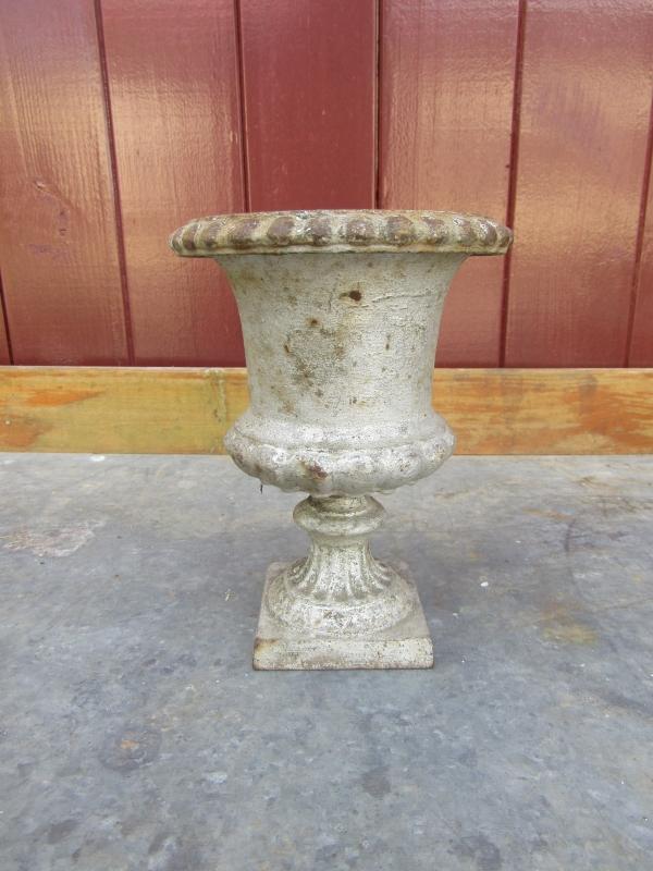 Antieke Gietijzeren Vazen.Antieke Gietijzeren Vaas Recent Verkocht Sold