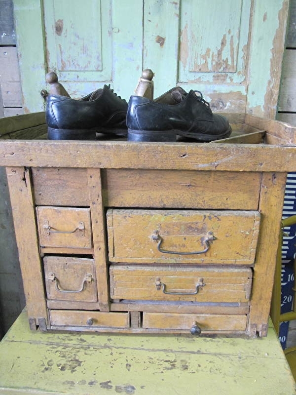 Antiek schoenpoetsers kastje
