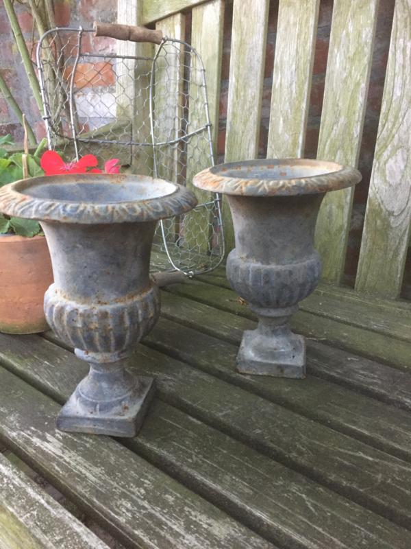 Antieke Gietijzeren Vazen.Antiek Gietijzeren Vaas Recent Verkocht Sold