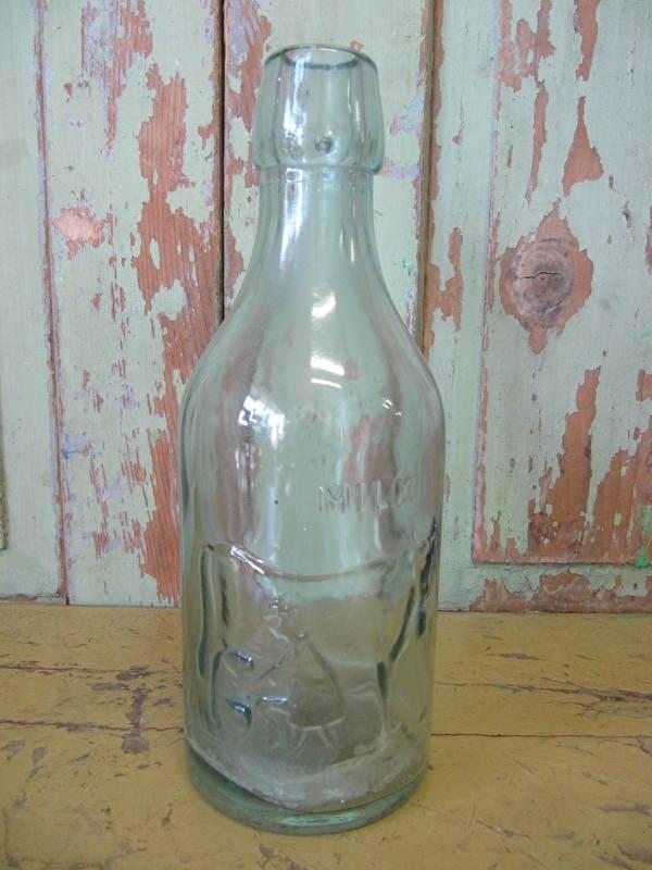 Oude Engelse milk bottle
