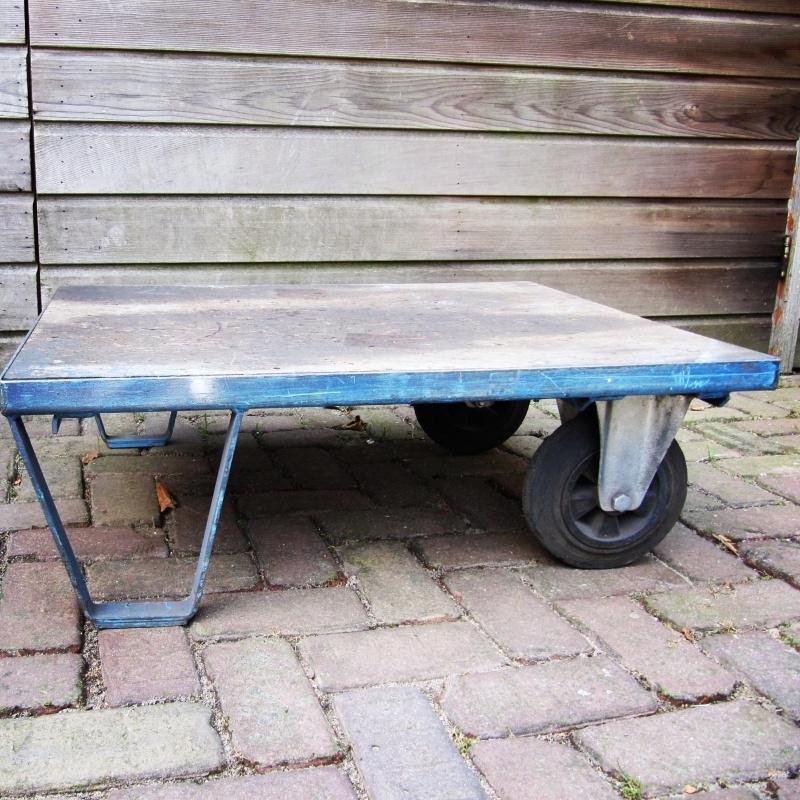 Oude pallet salontafel op wielen ***