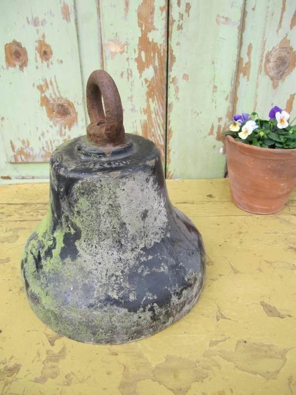 Oude koperen bel