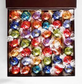 Super luxe doos, 21 x 21 cm,gevuld met heerlijke Lindt ballen