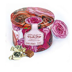 Prachtig 3 D blik met rozen, gevuld met handgemaakte fudge
