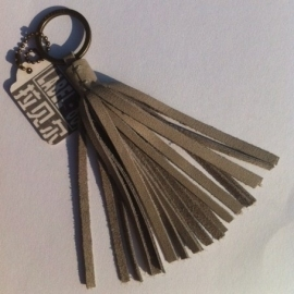 LABEL 88-  Tassel, Powder Grey (licht grijs).