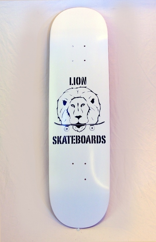 Lion Logo Deck Wit